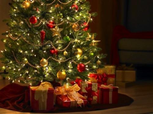 albero-di-natale-con-regali